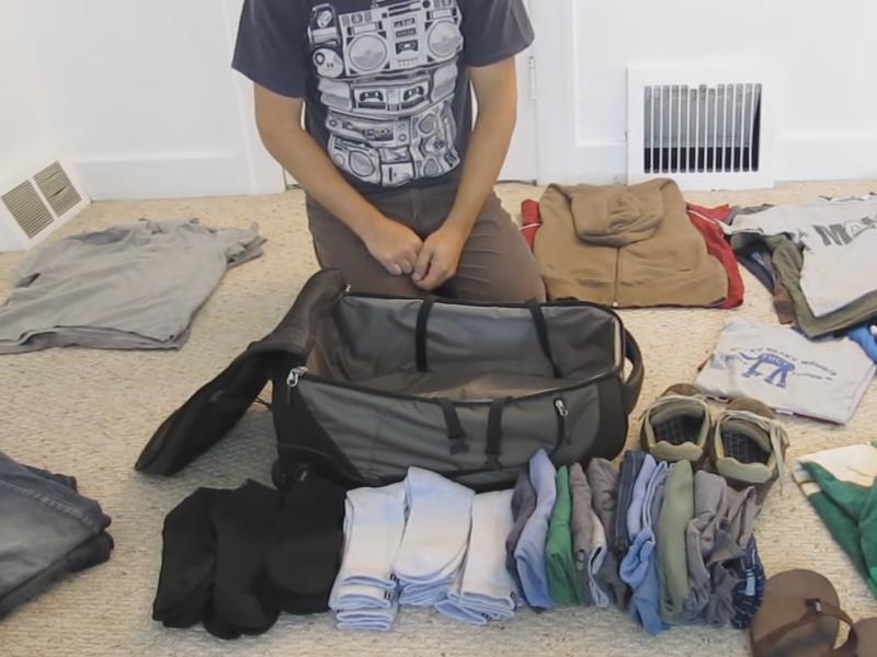 Υπόθεση ταξιδιωτική βαλίτσα: Πως θα χωρέσετε ρούχα για ένα μήνα σε μια μικρή αποσκευή