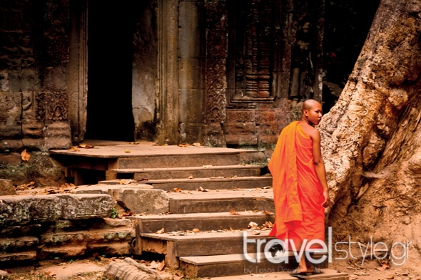 shutterstock_107576144_siem-reap-cambodia-december-unidentified-monk-enters-an-ancient-temple-at-the-most-visited