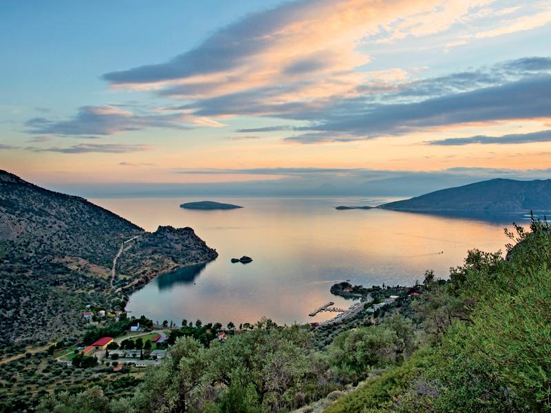 10 εκδρομές μια ανάσα από την Αθήνα για να πιάσεις φέτος τον Μάη!