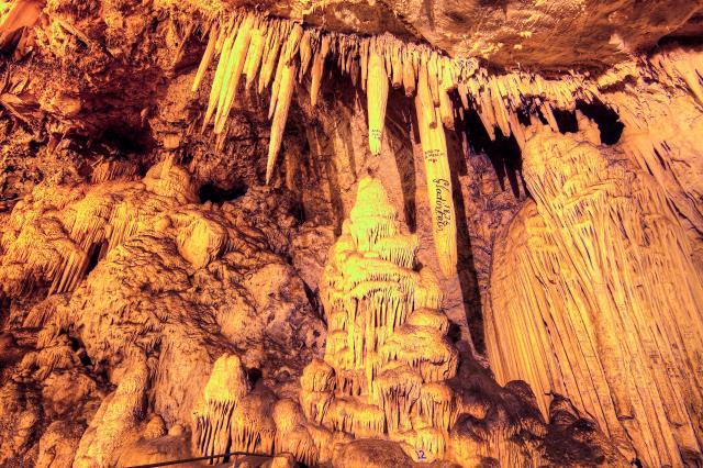 Σπήλαιο Αντίπαρος