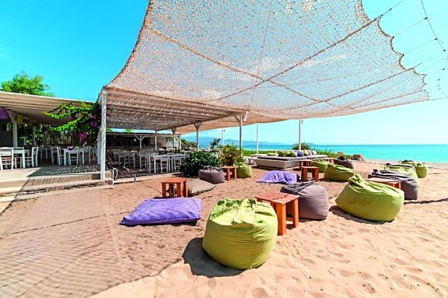 Best Beach bar restaurant Αντίπαρος