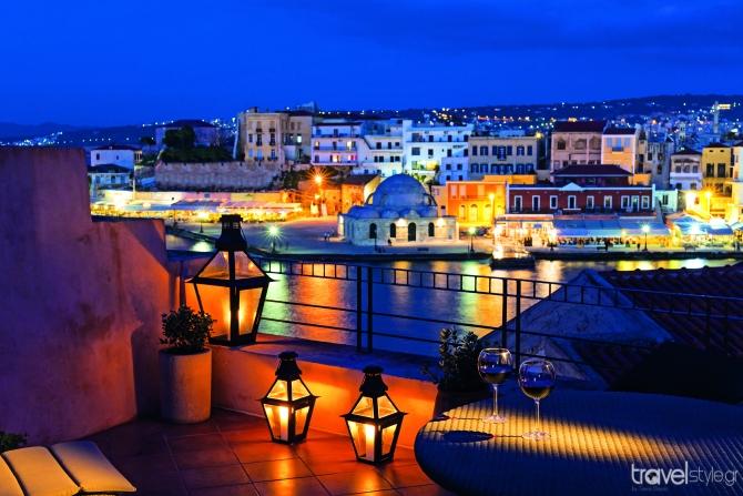 Βενετσιάνικη έπαυλη στα Χανιά μετατράπηκε σε όμορφο ξενοδοχείο με θεατρική ατμόσφαιρα