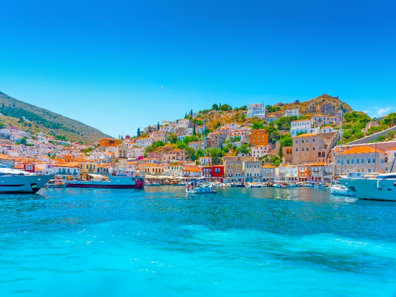 """Δυστυχώς αργήσατε! Ποιο κοντινό στην Αθήνα νησί έχει ήδη """"ξεπουλήσει"""" για το Πάσχα με 100% πληρότητα;"""