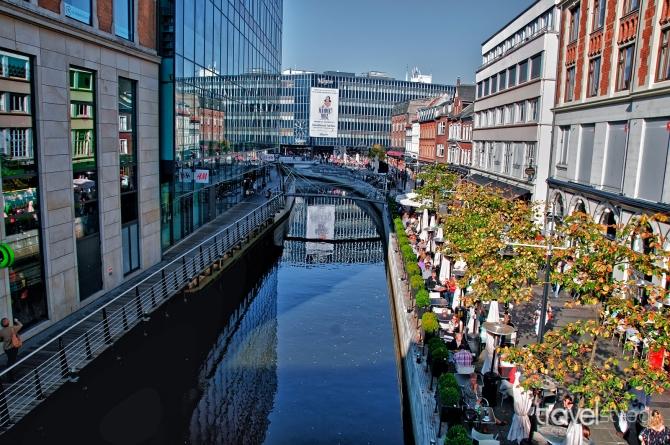 aarhus_town_canal_summer