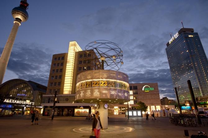 Alexanderplatz, Berlin-Mitte, am Abend