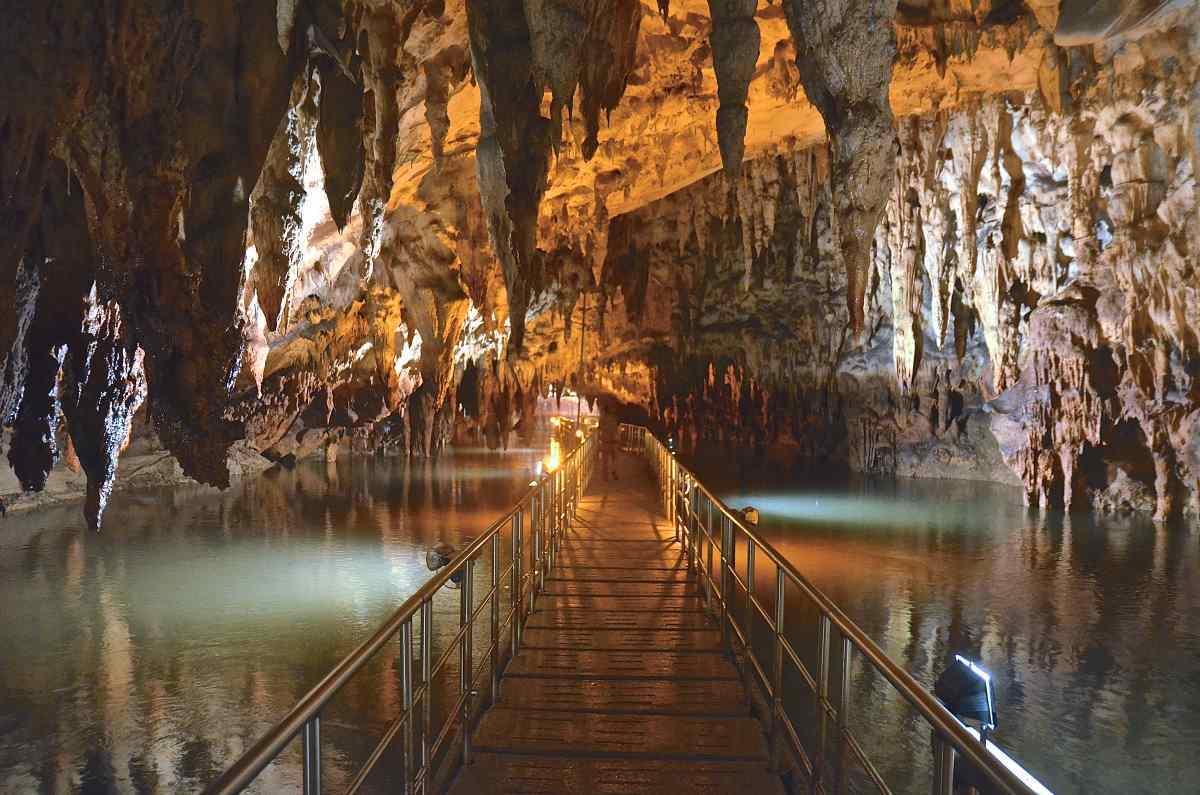 Σπήλαιο Αγγίτη εσωτερικά