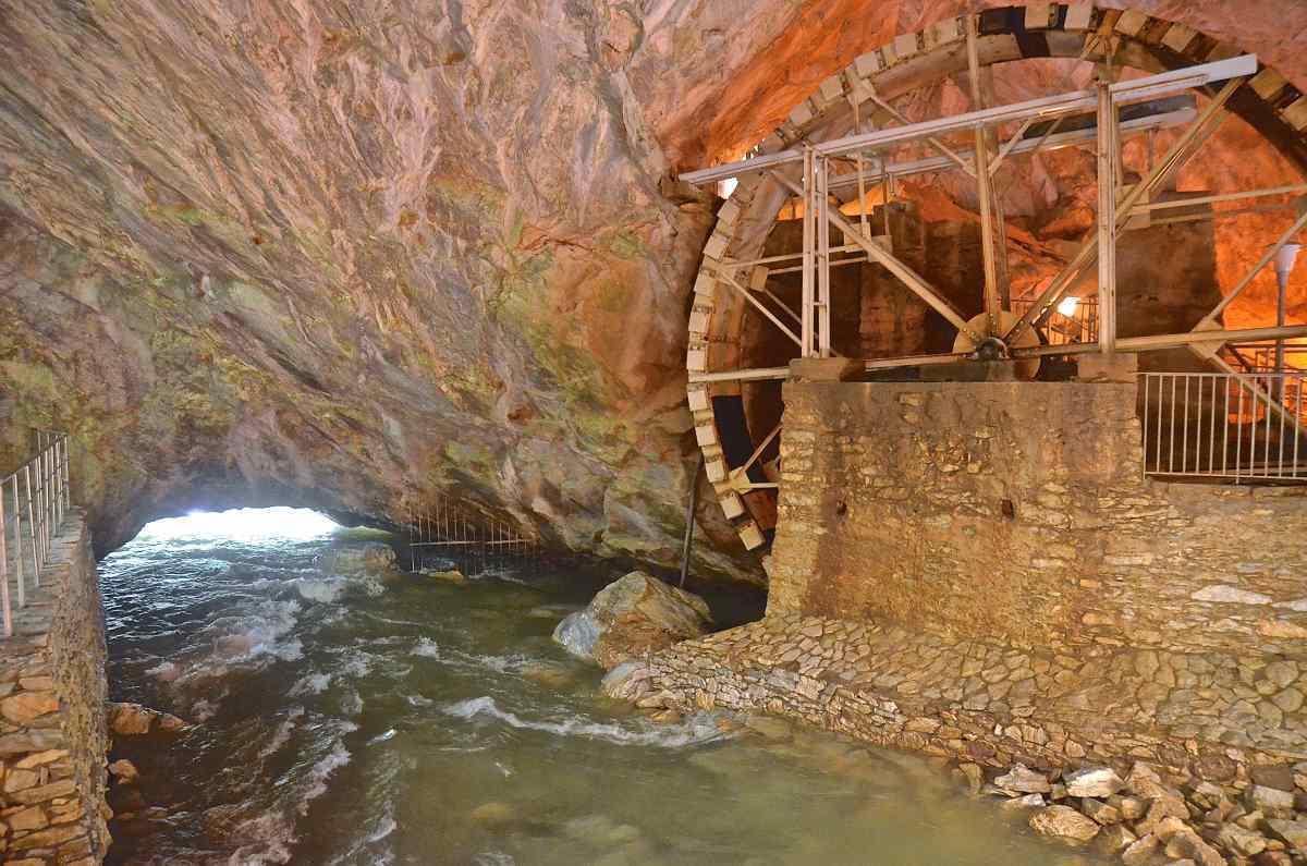 Σπήλαιο Αγγίτη μεγαλύτερο ποτάμιο σπήλαιο