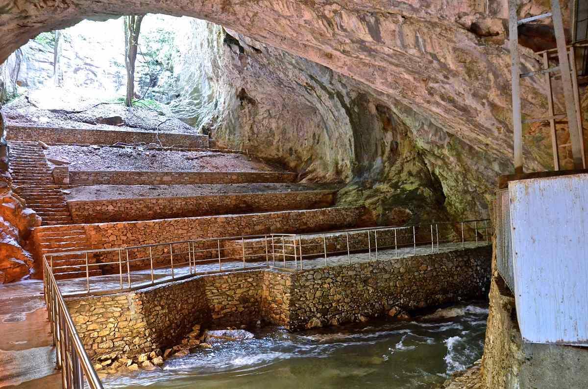 Σπήλαιο Αγγίτη είσοδος