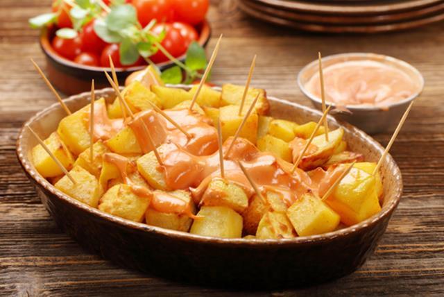 Patatas bravas - ισπανικά φαγητά