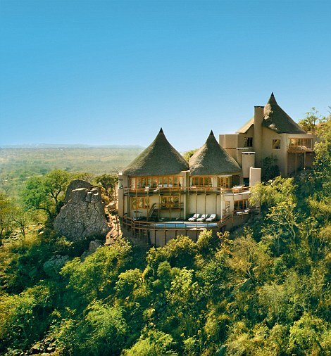 ROCK LODGE, ULUSABA RESERVE, SOUTH AFRICA. AERIAL VIEW OF ROCK LODGE WITH CLIFF LODGE IN THE FOREGROUND. aerialclifflodge-1_bluesky_RGB.jpg