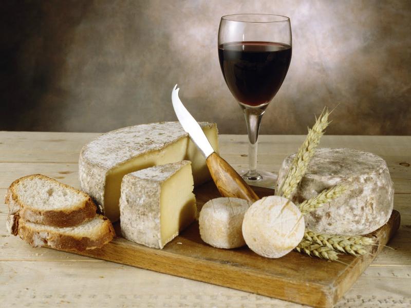 Food & Travel: Τα 4 γαλλικά τυριά που πρέπει να δοκιμάσετε έστω και μία φορά στη ζωή σας! Πέρα από τα κλασικά...