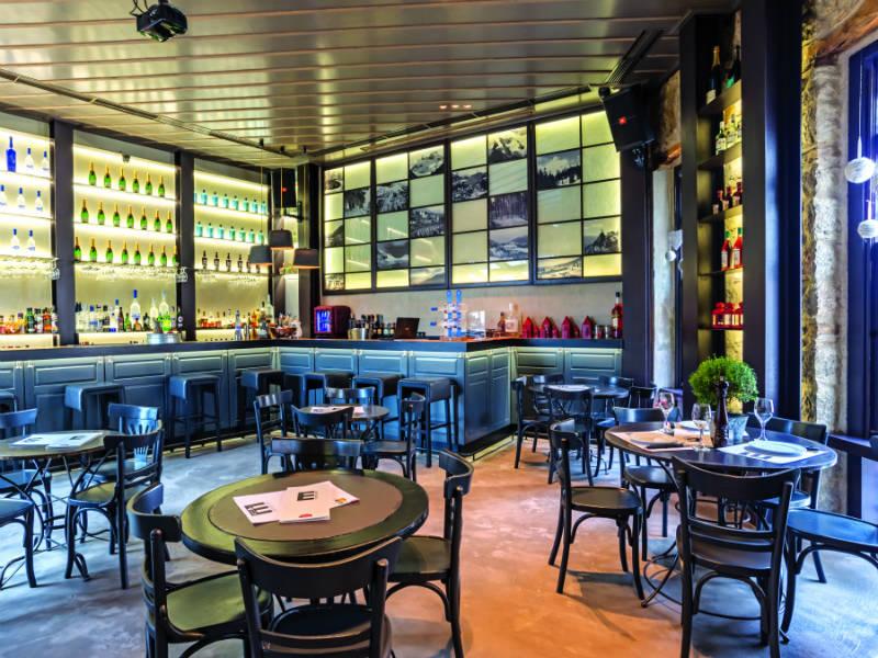 Αράχωβα by night: Διασκέδαση έξω από τα όρια στα καλύτερα μπαρ!