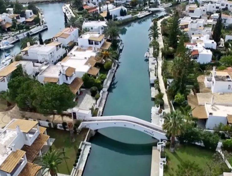 Ποια Βενετία και ποιο Μαϊάμι; Αυτό το φανταστικό μέρος βρίσκεται μία ανάσα από την Αθήνα! (Video)