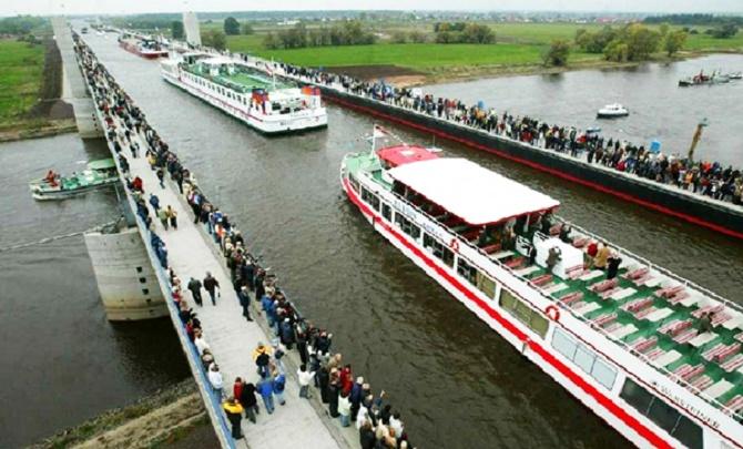 Κι όμως, υπάρχει ποταμός φτιαγμένος πάνω από... ποταμό! (Photos)