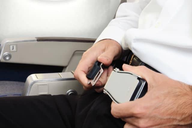 Ζώνη στο αεροπλάνο