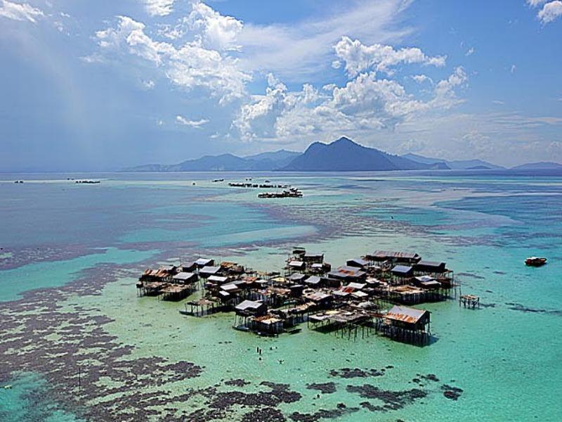 Ένα χωριό που βρίσκεται κυριολεκτικά μέσα στη θάλασσα