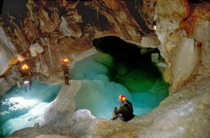 Σπήλαιο των λιμνών, Καλάβρυτα