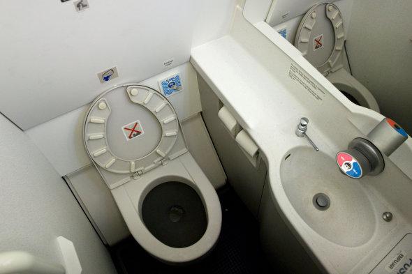 Τάσος Δούσης: Αυτά είναι τα 13+1 σκοτεινά μυστικά των πτήσεων που ξέρουν μόνο οι πιλότοι και ίσως οι αεροσυνοδοί... (Photos)
