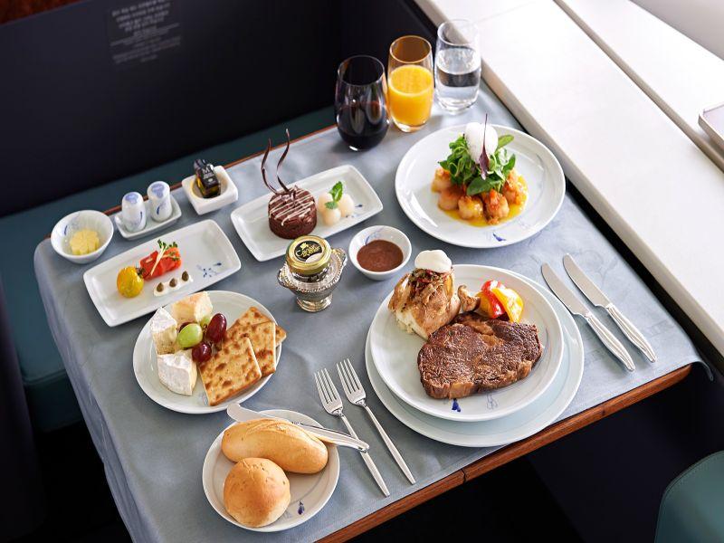 φαγητό σε δίσκο τραπεζάκι αεροπλάνου