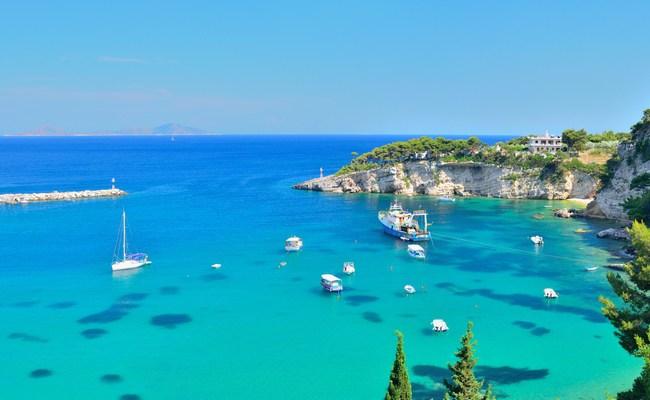 Ποια είναι τα καλύτερα ελληνικά νησιά για οικογενειακές διακοπές; (Photos)