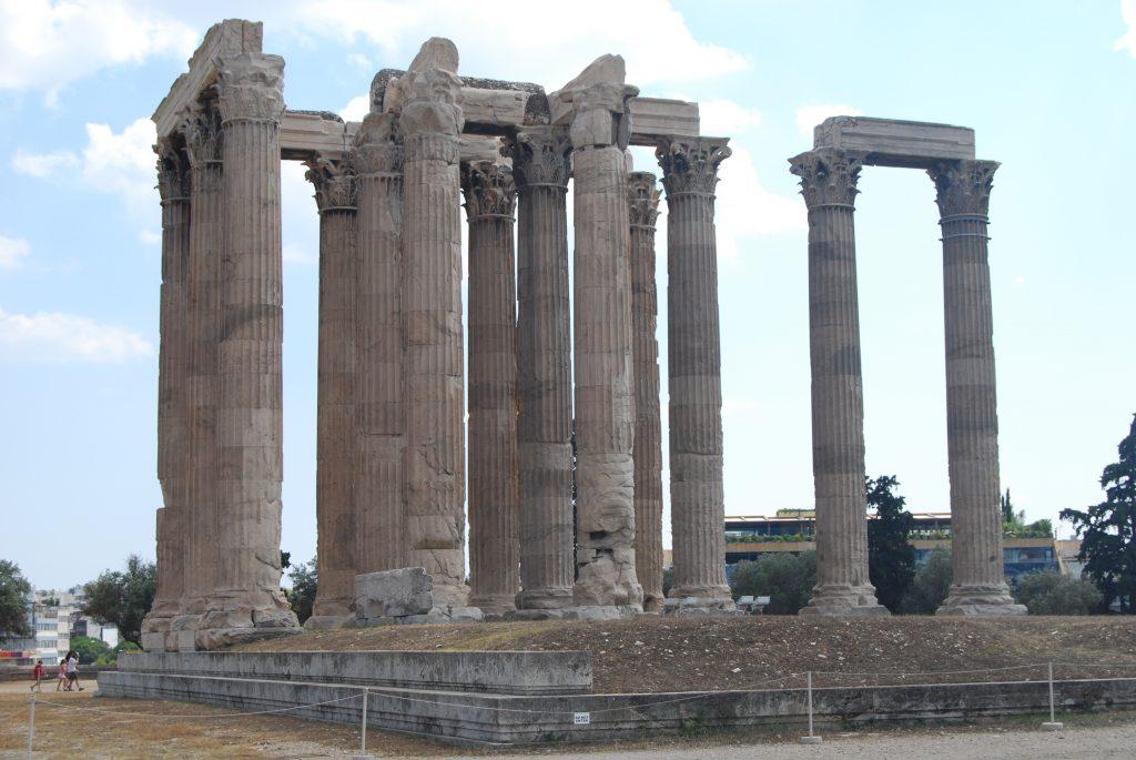 Στύλοι Ολυμπίου Διός: Η ιστορία πίσω από ένα από τα πιο γνωστά και σημαντικά μνημεία της Αθήνας.