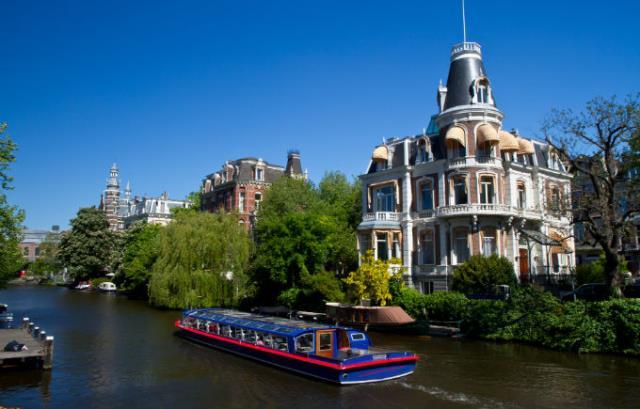 Βόλτα στα κανάλια του Άμστερνταμ