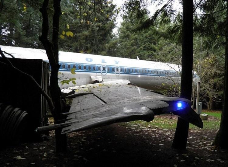 Τι δουλειά έχει αυτό το παλιο αεροσκάφος της Ολυμπιακής σε δάσος των ΗΠΑ; (Photos)