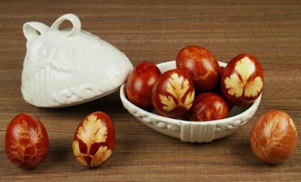 Πασχαλινά αυγά με φύλλα