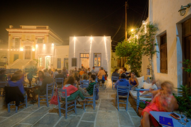 Αυτό είναι το μυστικό νησί που επιλέγουν οι Αθηναίοι για τις καλοκαιρινές αποδράσεις τους (Photos)