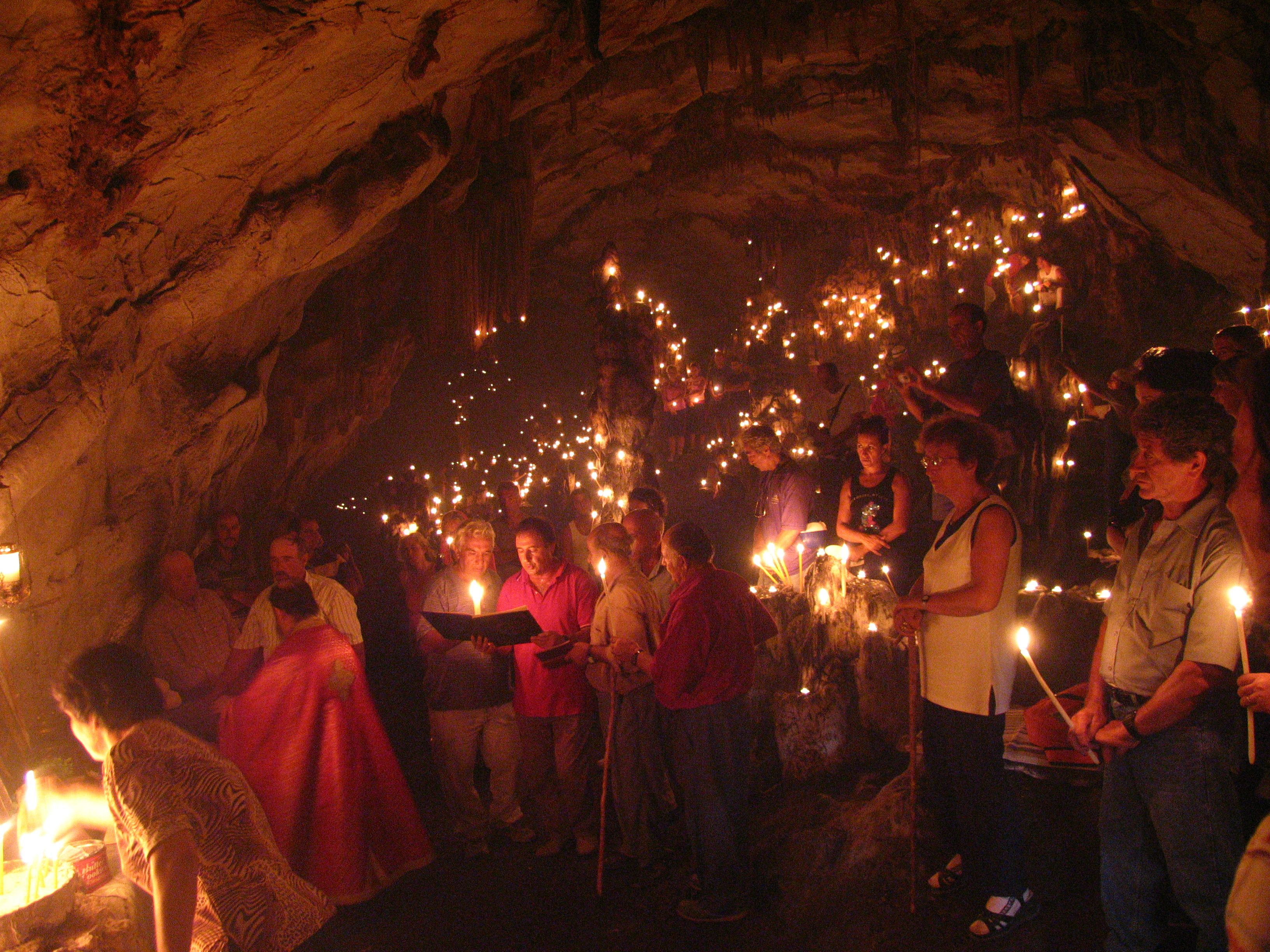 Το ανέγγιχτο νησί των 150 κατοίκων δίπλα στη Νάξο με το ανεξερεύνητο σπήλαιο!!!(Photos, Video)