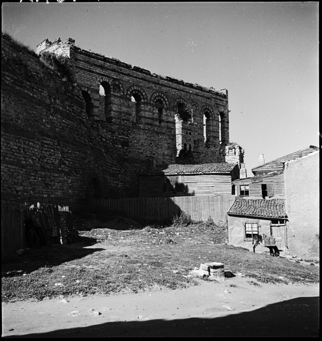 Τα ίχνη του Βυζαντίου στην αστικοποιημένη Κωνσταντινούπολη!!!(photo)