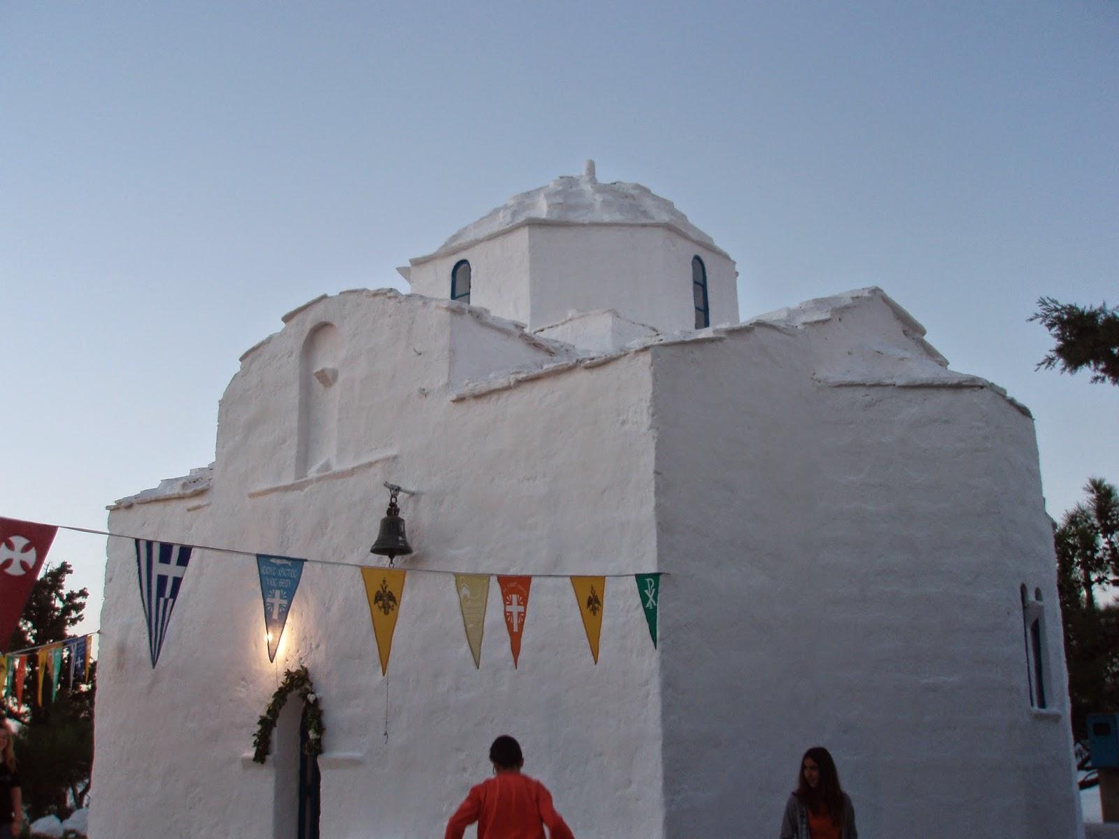 Αυτό είναι το αγαπημένο νησί των Αθηναίων! Υπέροχα νερά κι εναλλαγές στα τοπία που θα ξετρελάνουν κάθε επισκέπτη! (Photos)