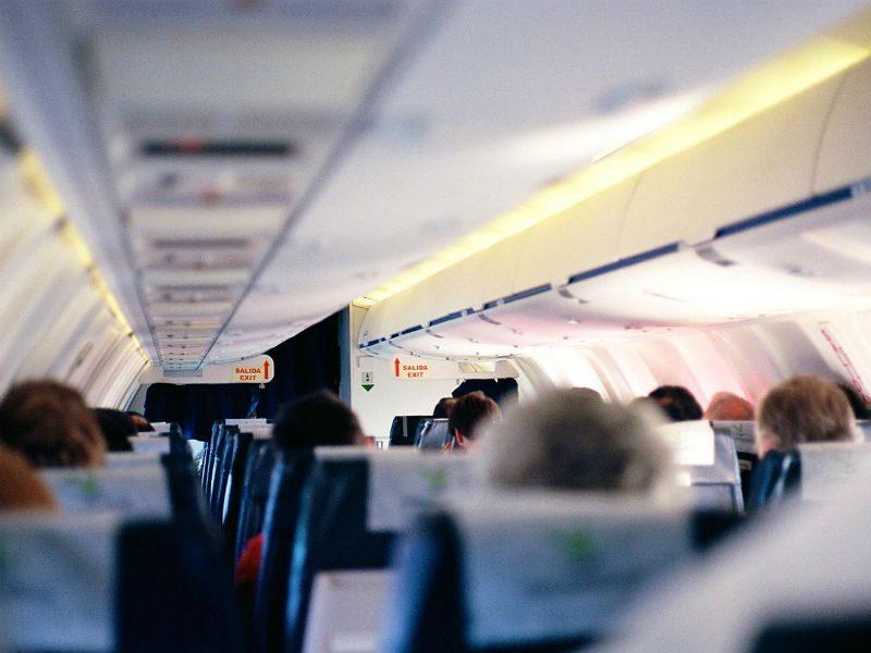 Περιττές χρεώσεις στο αεροπλάνο; Μικρά μυστικά για να είναι πιο οικονομικά τα ταξίδια σας!