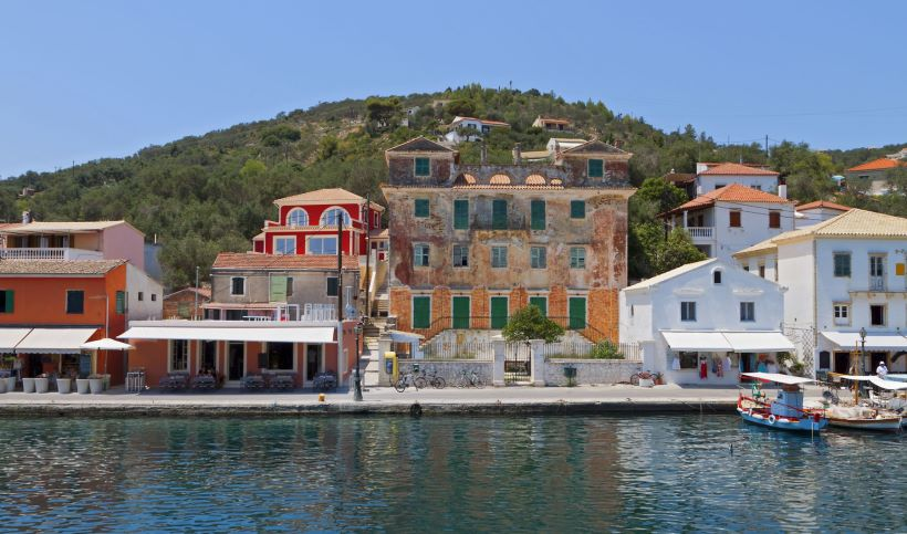Το μικρό, γραφικό και κοσμοπολίτικο νησί του Ιονίου, που είναι ησυχαστήριο για την ελληνική showbiz! (Photos)