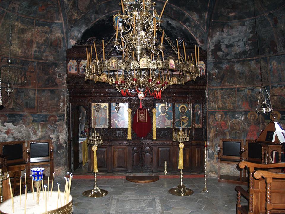 Στο εσωτερικό μιας σπηλιάς θα βρείτε το εντυπωσιακότερο μοναστήρι της Ελλάδας (Photos)