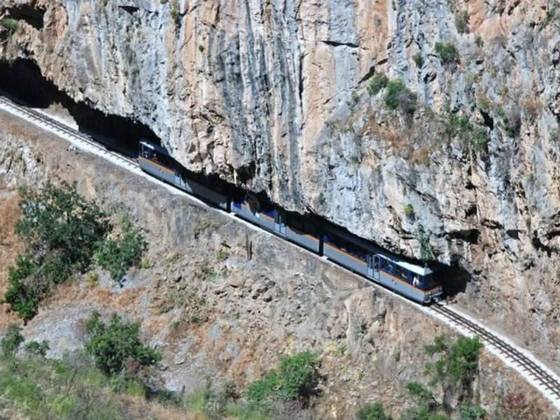 Η διαδρομή με τον οδοντωτό σιδηρόδρομο είναι μία εμπειρία που επιβάλλεται να ζήσεις!