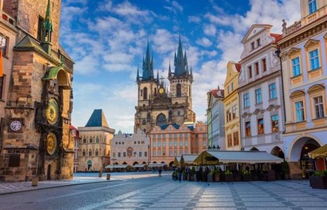 Πλατεία στην Παλιά Πόλη της Πράγας