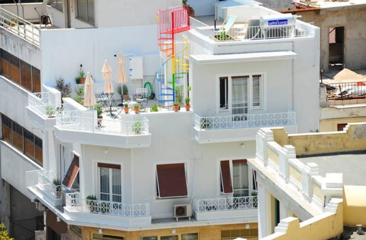 Το σπίτι που είναι σημείο αναφοράς στο Μοναστηράκι αποδεικνύει ότι δεν χρειάζονται πολλά χρήματα για να γίνουν «θαύματα»