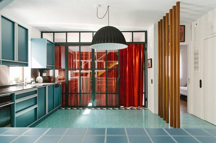 Πού βρίσκεται το πιο πολύχρωμο σπίτι στην Αθήνα. η κατοικία που κάνει την αρχιτεκτονική, παιχνίδι φαντασίας (Photos)