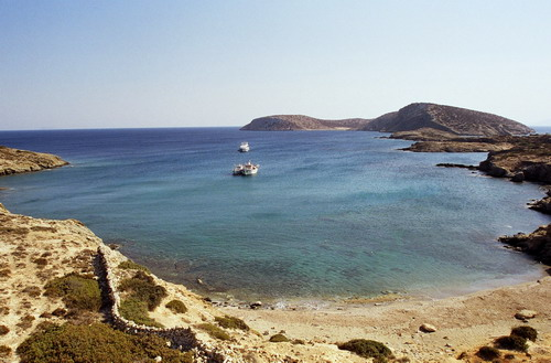 Το διακριτικό νησάκι των Κυκλάδων που είναι ο ορισμός της λιτής πολυτέλειας! (Photos)