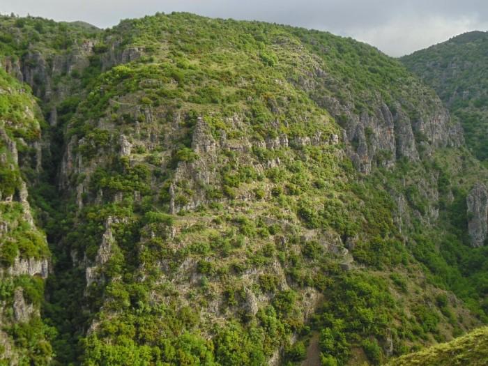 Το ψηλότερο χωριό στο Ζαγόρι που υπάρχει από το 1616 και η ιστορική του Σκάλα με τα 1.100 σκαλοπάτια (Photos)