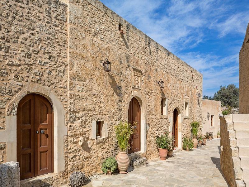 Το εγκαταλελειμμένο χωριό στην Κρήτη που μεταμορφώθηκε σε υπερπολυτελές ξενοδοχείο!