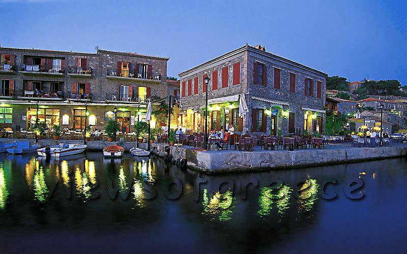 """Το πιο """"ζωγραφιστό"""" σοκάκι από μώβ βουκαμβίλιες ανήκει σε ελληνικό νησάκι του Αιγαίου!!!(photo)"""