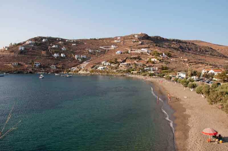 Το μικρό νησί του Αιγαίου που απέκτησε μεγάλη φήμη! Γραφικό, με συγκλονιστικές παραλίες και low budget! (PHOTOS