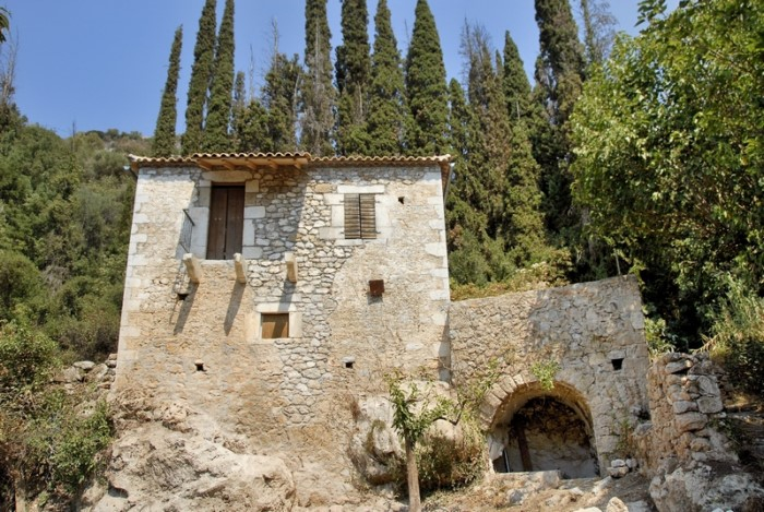 Είναι το μέρος όπου ο Καζαντζάκης και ο Ζορμπάς συναντήθηκαν και 'έχτισαν'τη φιλία τους!Τη λένε και 'Η νεράιδα του Μεσσηνιακού'!(photo)