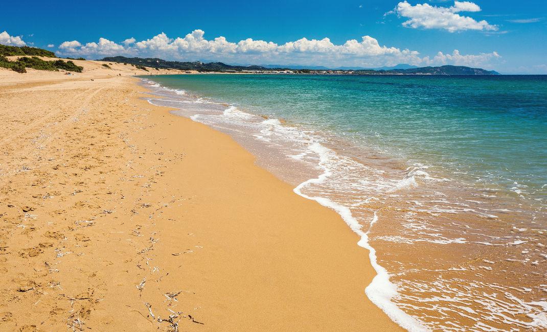 """""""Σαφάρι"""" στην ελληνική παραλία με τα διάφανα νερά που μοιάζει με μια απέραντη έρημο!Που βρίσκεται;(photos)"""