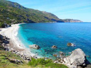 Εύβοια: 1+1 αιγαιοπελαγίτικες παραλίες που θα φτάσετε σε λιγότερο από 2,5 ώρες από την Αθήνα!