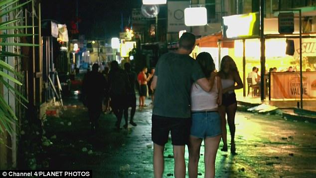 Κέρκυρα: Έξαλλοι οι κάτοικοι με τον 'τουρισμό της  ντροπής'!!!Εικόνες απόλυτου αίσχους στο νησί!(photos)