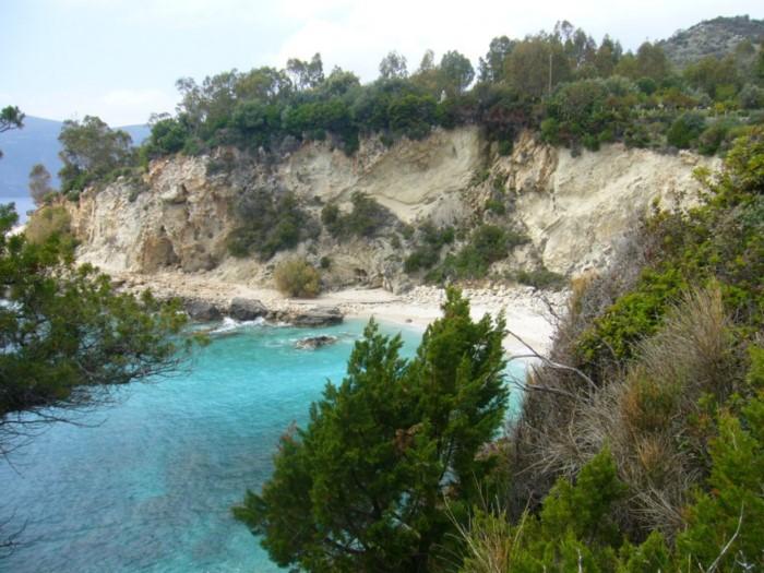 """Λευκάδα: Γνωρίστε την """"κρυμμένη"""" υπέροχη λευκή παραλία του νησιού! (φωτο & video)"""