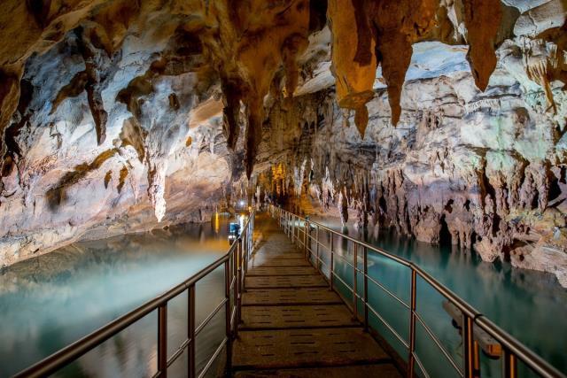 Σπήλαιο Πηγών Αγγίτη, Ελλάδα